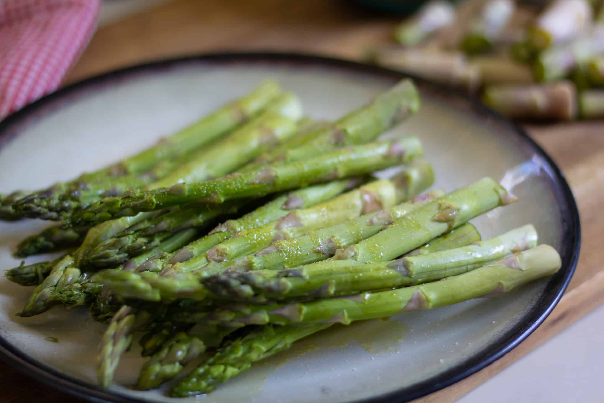 seasoned asparagus on a plate