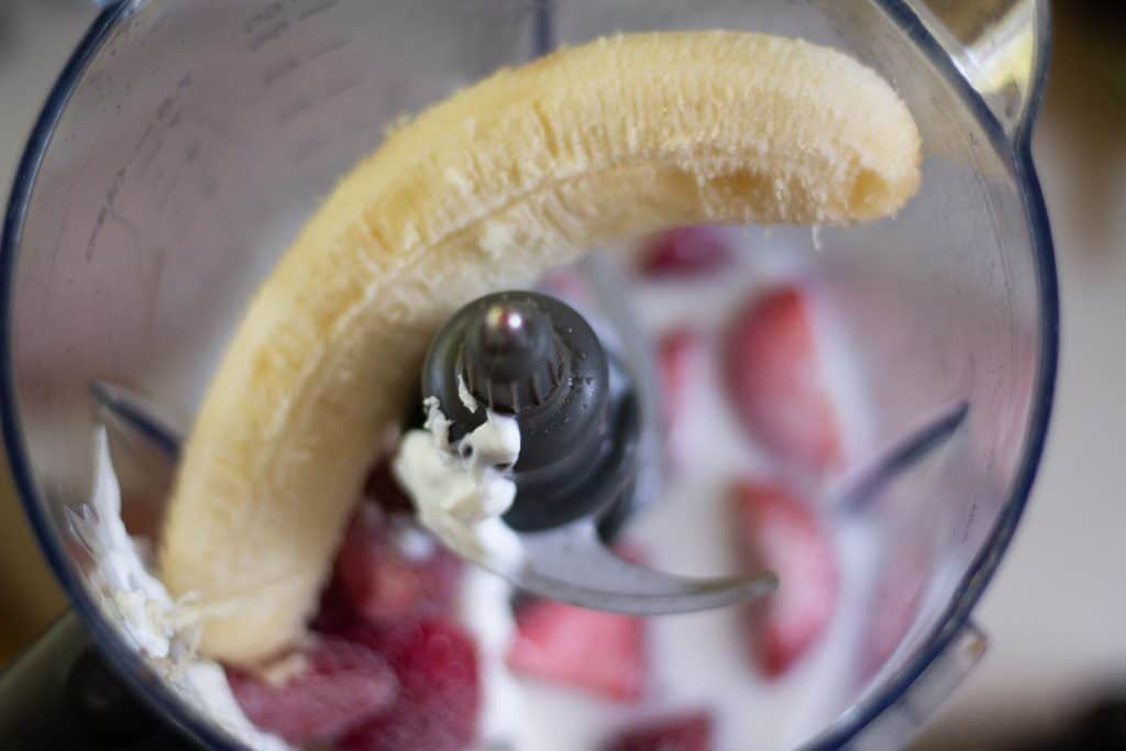 banana and strawberry in blender
